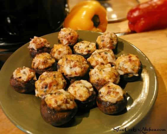 Bacon Ranch Crock Pot Stuffed Mushrooms! Find this & more deliciousness @ https://www.slowcookerkitchen.com